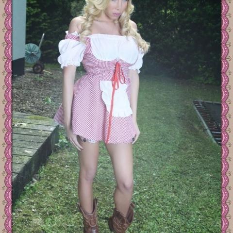 Shemales in Cute Dress